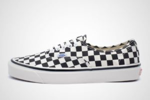 vans-authentic-dames-zwart-va38enoak1-zwarte-sneakers-dames