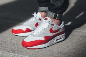 Review: Nike Air Max 1 Anniversary 'University Red', een icoon langs de meetlat