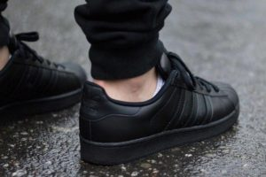 Top 10 zwarte sneakers heren All Black · Juni 2019