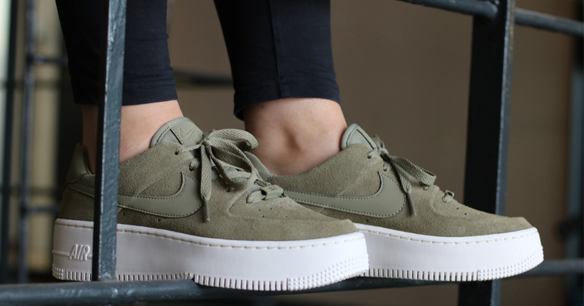 ᐅ • Release Nike Air Force 1 Dames Groen Sage Trooper ...