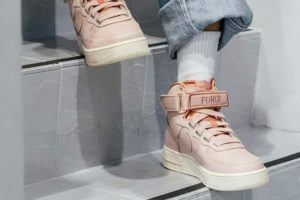 Release: Nike Air Force 1 Utility Particle Beige Dames Roze