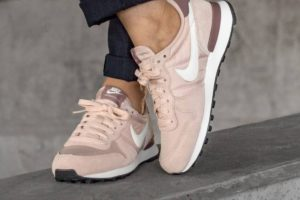 Review: Nike Internationalist Dames Roze