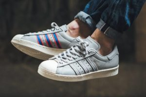 Top 10 grijze sneakers heren · Juni 2019