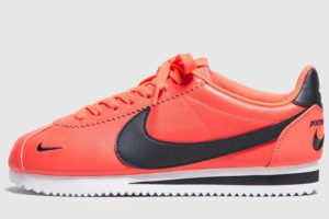 nike-cortez-dames-rood-807480-601-rode-sneakers-dames