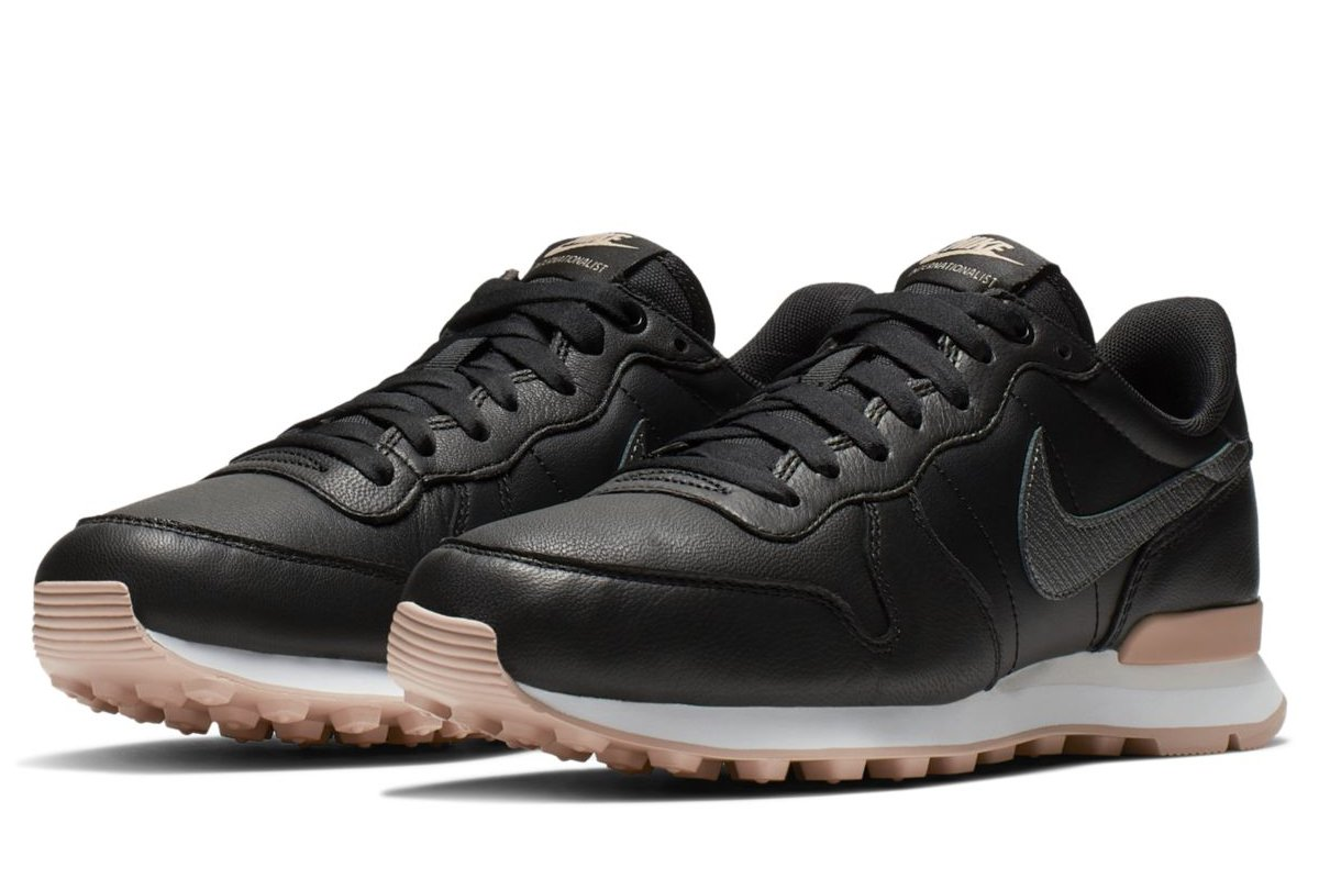 nike internationalist dames goud