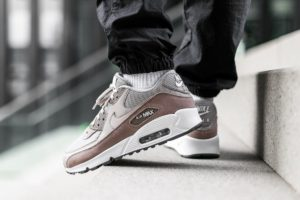 Top 10 beige sneakers heren 2019 [Updated]
