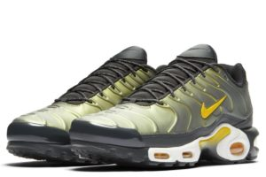 nike-air max plus-heren-zwart-aj2013-005-zwarte-sneakers-heren
