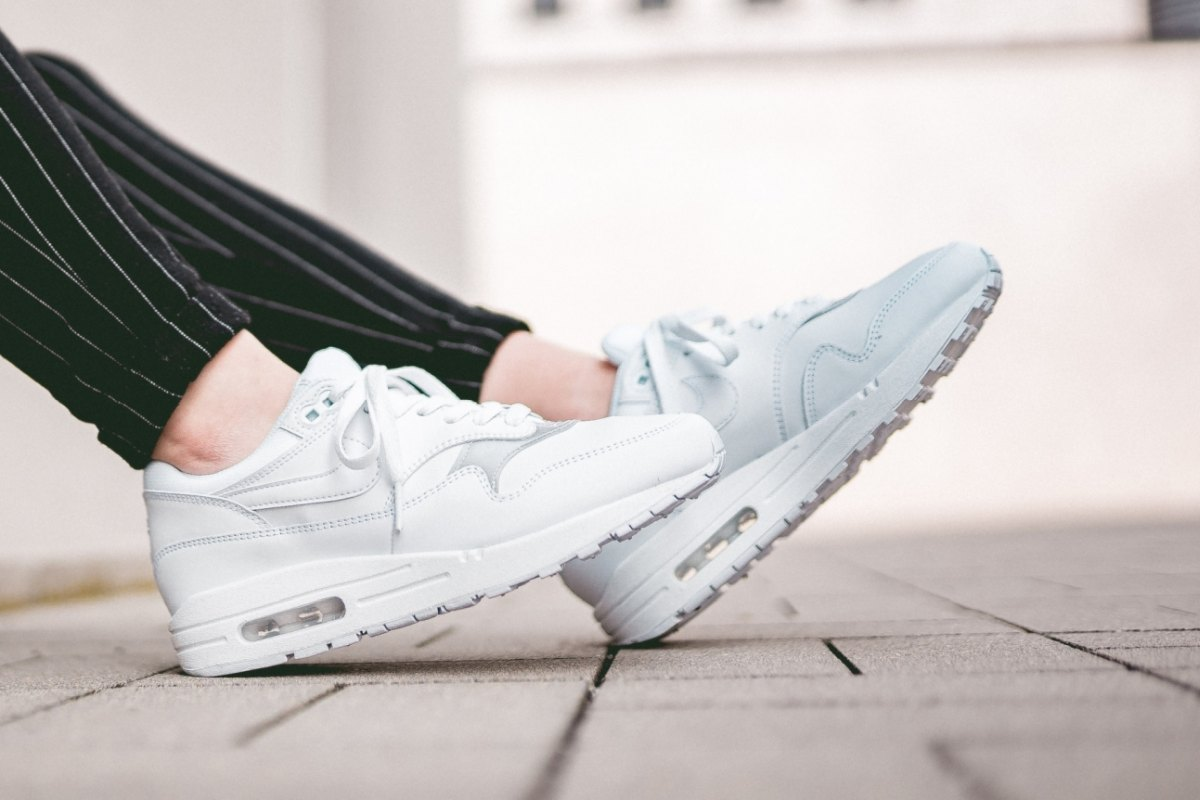 Nike Wmns Air Max 1 Triple White 319986 119 36 Eur 55 Us Mood 1