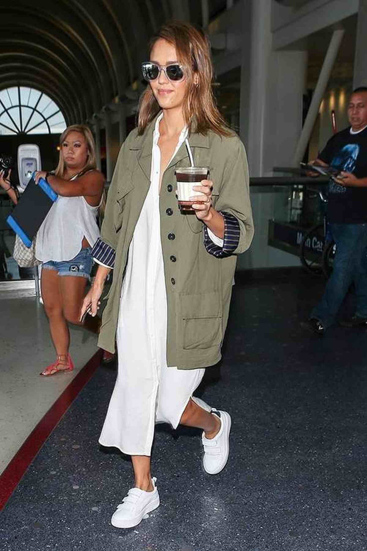 Jessica Alba Witte Sneakers