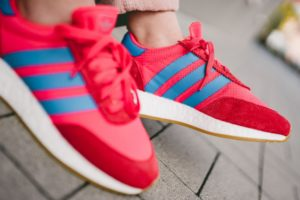 Top 10 Rode Sneakers Dames · [year]