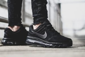 Eng Pl Nike Air Max 2017 Gs Triple Black 851622 004 15064 2 Kopie