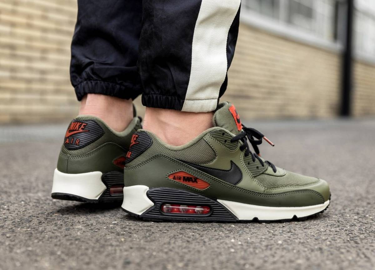 Nike Air Max 90 Essential Medium Olive Black Team Orange Aj1285 205 Os 3