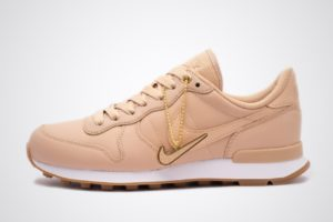 nike-internationalist-dames-beige-828404-206-beige-sneakers-dames