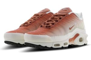 nike-air max plus-dames-oranje-av2588-100-oranje-sneakers-dames