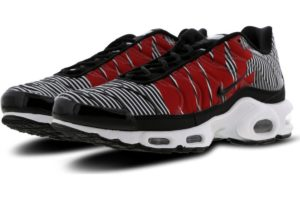 nike-air max plus-heren-zwart-at0040-001-zwarte-sneakers-heren