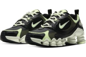 nike-shox-dames-zwart-at8046-001-zwarte-sneakers-dames