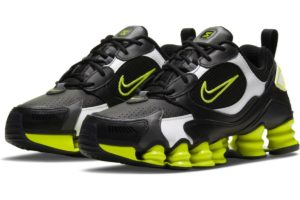 nike-shox-dames-zwart-at8046-003-zwarte-sneakers-dames