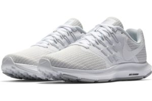 nike-run swift-dames-wit-909006-100-witte-sneakers-dames